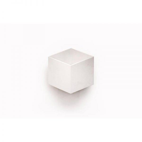 צמוד קיר אפ – דאון תלת מימד לבן